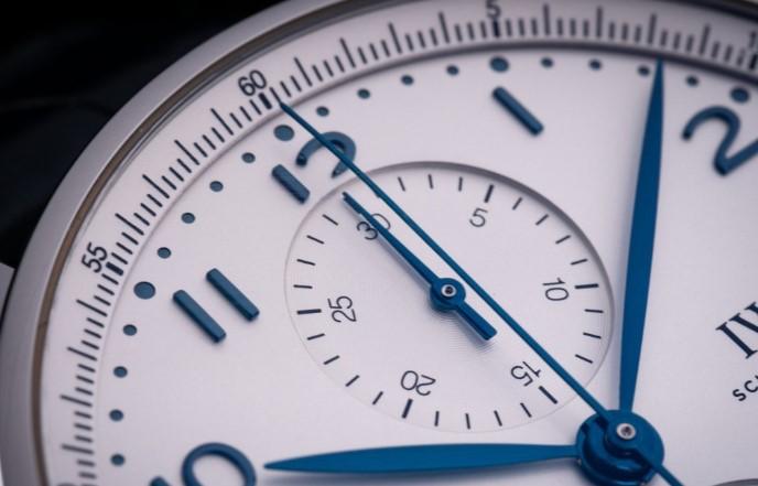 万国腕表维修服务中心教你处理万国腕表划痕问题